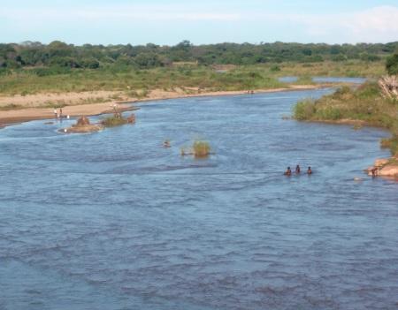 ZAMBIA 56 .NATIVAS BAÑANDOSE SIN DESNUDAS SIN NINGUN PUDOR