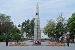 RUSIA 1° ENTRADA 45. (ASTRACAN) LA TUMBA AL SOLDADO DESCONOCIDO, HAY 4 SOLDADOS DE GUARDIA 24 HORAS 365 DIAS AL ANO
