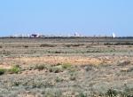KAZAQUISTAN 1° ENTRADA 24. (EN RUTA A ATYRAOU) EN MEDIO DE LA NADA SE VEN CEMENTERIOS MUSULMANES GRANDES COMO PUEBLOS