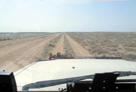 KAZAQUISTAN 1° ENTRADA 65. (CON DESTINO A UZBEKISTAN) HAY POCAS CARRETERAS ASFALTADAS