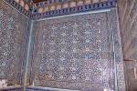 UZBEKISTAN 114 ( KHIVA MONUMENTAL) PALACIO DE TASH-KHAULI, LAS FACHADAS Y LAS PAREDES QUE DABAN A LOS PATIOS INTERIORES FUERON DECORADOS CON MAYÓLICAS PATRONES DE ALFOMBRAS COMO HECHAS EN AZUL TRADICIONAL DE KHIVA