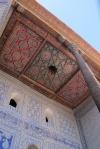 UZBEKISTAN 119 ( KHIVA MONUMENTAL) PALACIO DE TASH-KHAULI, VARIAS CONSTRUCCIONES UNIDAS ENTRE SI POR MEDIO DE PATIOS CON TECHOS EN MADERA POLICROMADA DATAN DE 1830 A 1838