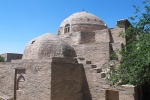 UZBEKISTAN 129 ( KHIVA MONUMENTAL) EL MAUSOLEO DEL JEQUE SEYYID ALLAUDDIN, SOBRIA CONSTRUCION DEL SIGLO XV HECHA DE LADRILLOS COCIDOS