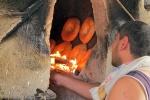 UZBEKISTAN 154 (LA VIDA EN BUJARA) NATURALMENTE EL HORNO COMO TODO AQUI FUNCIONA CON GAS