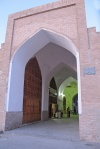 UZBEKISTAN 208 (LA BUJARA MONUMENTAL) EL MERCADO TOKI ZARGARON, UNA DE LAS ENTRADAS