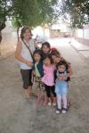UZBEKISTAN 233 (LA VIDA EN SAMARCANDA) EN LOS BARRIOS MAS POPULARES LOS NINOS SON MUY COMUNICATIVOS