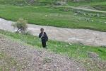 KIRGUISTAN 22 (HACIA EL PAMIR) GULCHA, UN JOVEN PESCADOR