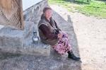 KIRGUISTAN 47 (PAMIR, EL VALLE DE ALAI) SARY MOGHUL, SE LLAMA QAMRA ESTA SEÑORA ES LA PRUEBA VIVIENTE DE LA LEGENDARIA HOSPITALIDAD DEL PAMIR