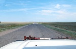 KAZAQUISTAN -2° ENTRADA 26 (HACIA EL LAGO ALAKOL) EN UNA BUENA CARRETERA POR MEDIO DE LA ESTEPA