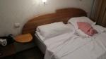 KAZAQUISTAN -2° ENTRADA 4 (ALMATY) HOTEL 4**** AIMA-ATA, DORMITRIO PRINCIPAL CON CAMA DESECHA