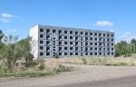 KAZAQUISTAN -2° ENTRADA 43 (EN RUTA A SEMEY) LOS FUNCIONARIOS QUE DEBIAN HABER VIVIDO EN ESTOS HORRORES ARQUITECTONICO ESTABAN RELECCIONADOS CON LAS EXPLOSIONES NUCLEARES
