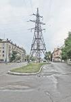 KAZAQUISTAN -2° ENTRADA 55 (SEMEY) TIPICAMENTE DE LAS INCONGRUENCIAS DE LA EPOCA SOVIETICA, UN POSTE DE ALTA TENSION EN MEDIO DE UNA GRAN AVENIDA