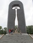 KAZAQUISTAN -2° ENTRADA 58 (SEMEY) MONUMENTOS EN COMMEMORACION CONTRA LOS ENSAYOS NUCLEARES 2