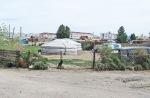 MONGOLIA 59 (KHOVD) DENTRO DE LA POBLACION HAY TANTAS YURTAS COMO CASAS