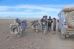 MONGOLIA 95 (POR LA ESTEPA) ENCUENTRO CON UNOS MOTORISTAS SUIZOS, QUE ESTABAN UN POCO DESORIENTADOS