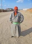 MONGOLIA 133 (HACIA ARVAYHEER) BAYANHONGOR, ESTE CHAVAL TAMBIEN QUERIA UNA FOTO...
