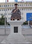 MONGOLIA 155 (ARVAYHEER) EN ESTA CIUDAD LES ENCANTAN LAS ESCULTURA...