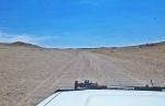 MONGOLIA 193 (GOBI- HACIA BOGD SUM) HAY ALGUNOS TROZOS DE TÔLE ONDULÉE...
