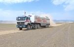 MONGOLIA 221 (GOBI- DE BOGD SUM A BULGAN) EL CAMION TODO COMFORT DEL PRESIDENTE , HACIENDO CAMPANA ELECTORAL