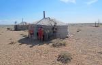 MONGOLIA 224 (GOBI- DE BOGD SUM A BULGAN) LA YURTA DE ATRAS TIENE UN PANEL SOLAR
