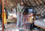 MONGOLIA 275 (HACIA UVURKHUSHUUT) EL TRENCITAS HACIENDO DE ANFITRION