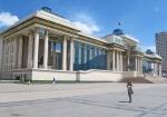 MONGOLIA 417 (EL CENTRO DE ULAN BATOR) EN LA GRAN PLAZA DE SUKHBAATAR, ESTE LUGAR ES MUY IMPORTANTE PARA LOS MONGOLES YA QUE ALLI SE PROCLAMO LA INDEPENDENCIA DE CHINA