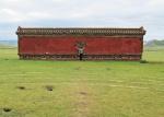 MONGOLIA 460 (EL MONASTERIO DE AMARBAYASGALANT) EL MURO DEL DRAGON, LA TRADICION DICE QUE DEBES TOCARLO SALIENDO DESDE EL CUARTO CIRCULO MARCADO EN EL SUELO ...