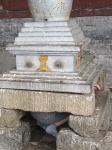 MONGOLIA 478 (EL MONASTERIO DE AMARBAYASGALANT) LAS JOVENES SE INTRODUCEN POR UNO DE SUS LATERALES