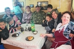 SIBERIA 2°, 69 (LAGO BAIKAL) EMBARCADOS, CON LA FAMILIA DEL CAPITAN DEL BARCO, HAN SIDO MUY AMABLES