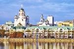 SIBERIA 2°, 228 (EKATERINBURG) FUE FUNDADA EN 1723, SU NOMBRE SE DEBE A CATERINA I DE RUSIA ESPOSA DEL EMPERADOR PEDRO EL GRANDE. VISTA DE LA CIUDAD DESDE EL RIO ISET
