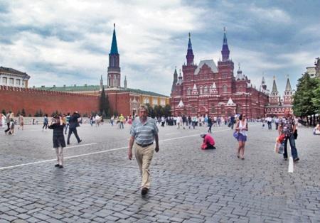 RUSIA 2° ENTRADA 22 (MOSCU) LA PLAZA ROJA - SE ENCUENTRA EN EL CENTRO DE MOSCU, CERCA DEL FAMOSO CONJUNTO DEL KREMLIN LAS GALERIAS GUM LA TUMBA DE LENIN Y LA CATEDRAL DE SAN BASILIO