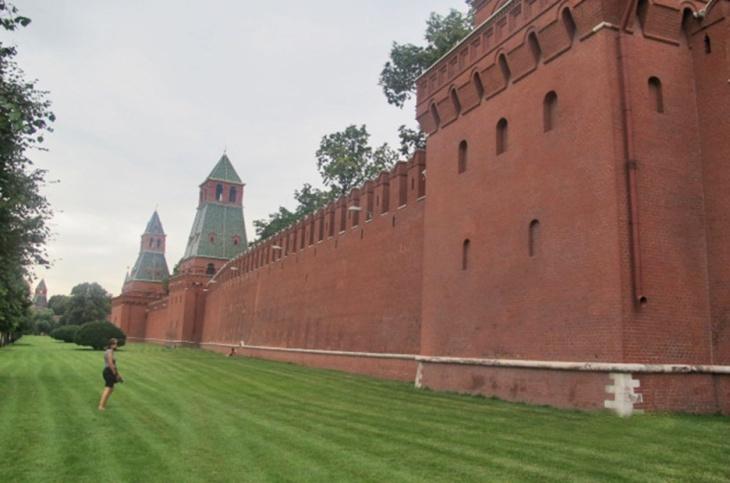 RUSIA 2° ENTRADA 36 (MOSCU) EL KREMLIN – LA MURALLA ES DE 5 A 19 M ...
