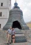 RUSIA 2° ENTRADA 41 (MOSCU) EL KREMLIN - CAMPANA ENCARGADA POR LA EMPERATRIZ ANA DE RUSIA PESA 216 TONELADAS, TIENE 6,14 M. DE ALTA Y UN DIÁMETRO DE 6,6 M. ES LA MAS GRANDE DEL MUNDO