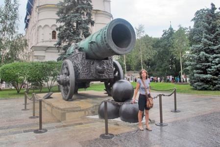 RUSIA 2° ENTRADA 42 (MOSCU) EL KREMLIN- CONSTRUIDO 1586 POR EL ZAR FIODOR I DE RUSIA, ES CAÑÓN DE CARGA DELANTERA MAS GRANDE DEL MUNDO
