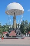 ESTONIA 2 (HACIA LA FRONTERA) EXTRAÑO MONUMENTO A LOS CAIDOS RUSOS