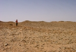 SAHARA OCCIDENTAL 1 (HACIA SMARA POR PISTAS} TUMULOS MORTUORIOS PREISLAMICOS