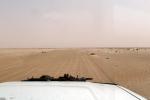 SAHARA OCCIDENTAL 12 (HACIA DAKHLA) LA PISTA PRINCIPAL EN DIRECCION AL MAR