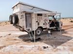 SAHARA OCCIDENTAL 23 (LA FRONTERA) PREPARANDONOS A PASAR LA NOCHE, AL LADO DE UN POBLADO DE PESCADORES