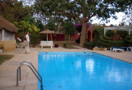 ENEGAL 2 (RICHARD TOLL) EL HOTEL GITE D'ETAPE DU FLEUVE, NOS PARECE UN PARAISO PARA DESCANSAR DESPUES DE LAS PENALIDADES PASADAS EN LA FRONTERA DE ROSSO