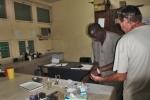 BURKIINA FASO 2 (OUAHIGOUYA) NOS HACEMOS UN COTROL MEDICO DE LA MALARIA DESPUES DE HABER PASADO TRES PAISES CON RIESGO DE PALUDISMO, HEMOS DADO NEGATIVO