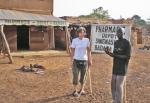 BURKIINA FASO 32 (HACIA LERABA Y KENEDOUGOU) UNA FARMACIA RURAL, NO SON MUY FRECUENTES