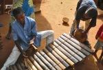 BURKIINA FASO 51 (EN UN POBLADO DE LA ETNIA SENUFO) DUO DE DJEMBE BALOFON