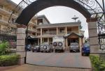 GHANA 13 (KUMASI) SUNSET HOTEL, DURMIENDO EN EL PARKING