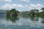 GHANA 46 (EN CANOA POR EL RIO VOLTA) PRESA DE AKOSOMBO SOBRE EL RIO VOLTA, CREA EL ARTIFICIAL LAGO VOLTA QUE ES MAS GRANDE DEL MUNDO