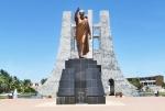 GHANA 57 (EN ACCRA) EL MAUSOLEO DE KWAME NKRUMAH, ES EL HOMBRE QUE INDEPENDENDIZO GHANA DE LOS INGLESES, NACIO EN 1909 Y MURIO 1972, FUE EL PRIMER PRESIDENTE Y PRIMER MINISTRO DEL PAIS