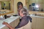 GHANA 63 (ACCRA, NUESTRA INTEVIU EN LA TELEVISION TV3 DE GHANA) SESION DE MAQUILLAJE ANTES DE SALIR AL PLATO