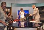 GHANA 64 (ACCRA, NUESTRA INTEVIU EN LA TELEVISION TV3 DE GHANA) SITUANDONOS EN EL PLATO ANTES DE SALIR EN ANTENA