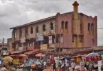 GHANA 70 (POR LA COSTA DE GHANA - REGION DE CAPE COAST) UNA CURIOSA MEZQUITA EN UN 2ª PISO