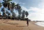 GHANA 85 (POR LA COSTA DE GHANA - COCONUT GROVE RESORT) EL HOTEL ESTA A PIE DE PLAYA, TAMBIEN TIENE UN CAMPING