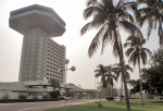 COSTA DE MARFIL 24 (YAMUSUKRO) EL HOTEL PRESIDENT ES UN EDIFICIO CLASICO CORONADA POR UN RESTAURANTE PANORAMICO, CUENTA CON 285 HABITACIONES Y PUEDE ALBERGAR A 800 PERSONAS